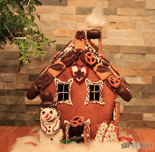 可爱卡通圣诞节女巫的房子蛋糕图片圣诞节女巫的房子蛋糕图片免费下载