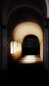 令人毛骨悚然的修道院图片