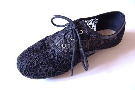 透气的绣花鞋图片