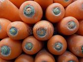 市场里新鲜的胡萝卜图片