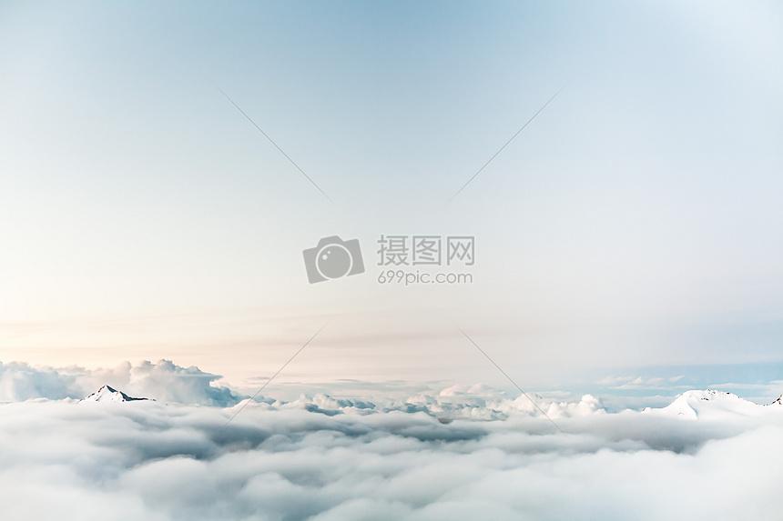漫步云端的高空风景图片