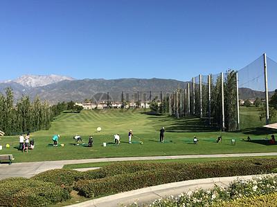 迷人的高尔夫球场图片