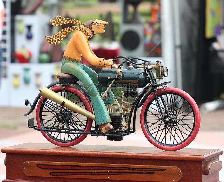 精致的自行车雕塑