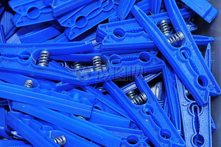 蓝色漂亮的衣夹图片