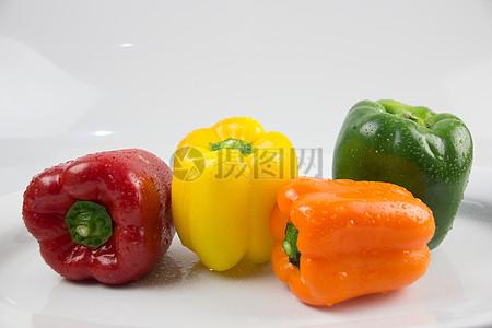 厨房里的新鲜辣椒图片