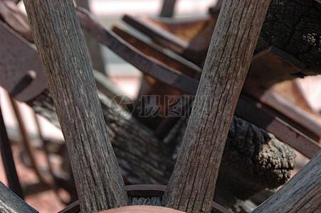 生锈的木车轮图片
