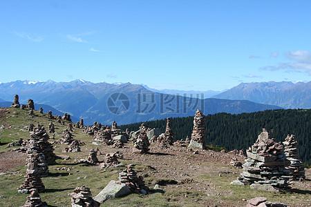 乱石堆积的山坡图片