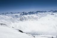 雪山下的大雪图片
