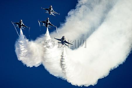 军用喷气式飞机图片