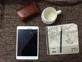 平板电脑和茶杯图片
