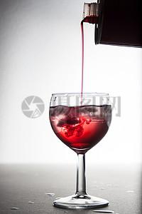 一杯美艳的饮料图片