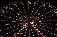 黑夜里的摩天轮图片