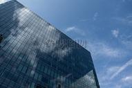 蓝天下的摩天楼图片