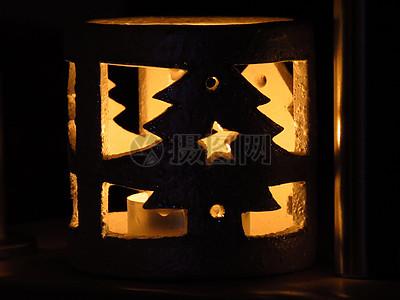 圣诞树形状的灯图片