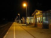 夜晚的火车站图片