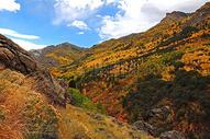秋天山峰风景图片