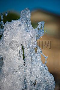 冰冻的喷泉流水图片