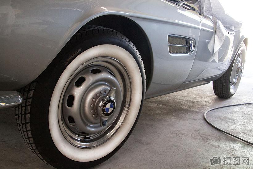 宝马车的轮胎图片
