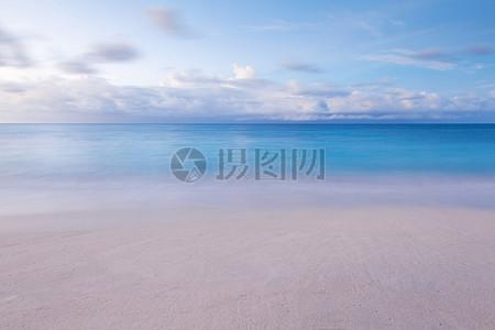 云海一线天自然景象图片
