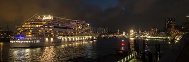 城市游轮夜景图片