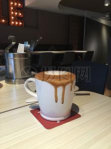 溢出来的咖啡图片