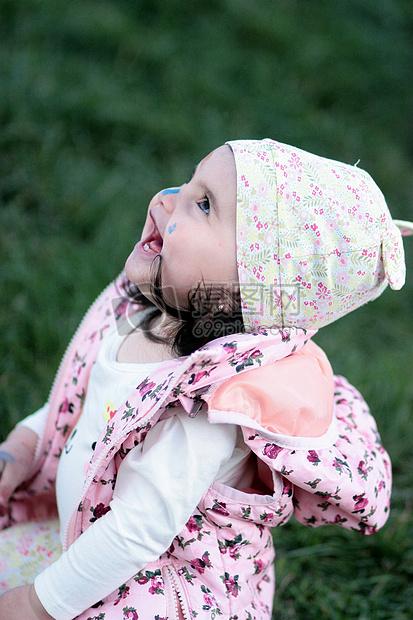 微信朋友圈 qq空间 新浪微博  花瓣 举报 标签: 草地小孩小女孩小可爱