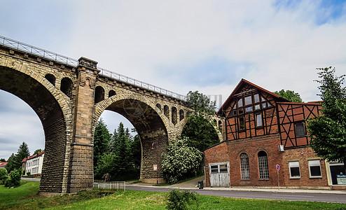 拱形的高架桥图片