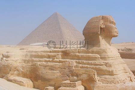 人头狮身的金字塔图片