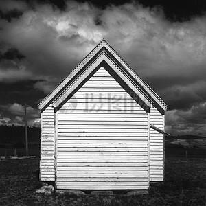 黑白背景下的小房子高清图片