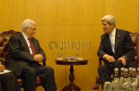 秘书克里会见巴勒斯坦总统阿巴斯图片