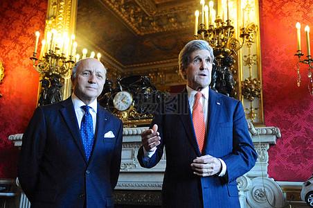 秘书克里会见法国外长法比尤斯在巴黎图片