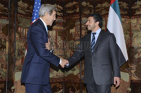 秘书克里会见阿联酋外长斌Zayad人拿烟图片