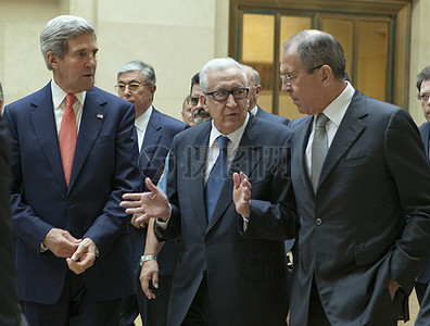 秘书克里,俄罗斯外长拉夫罗夫,联合国特使卜拉希米穿行联合国总部图片
