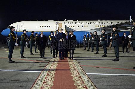 摩尔多瓦副总理盖尔曼伴游秘书克里当他抵达摩尔多瓦图片