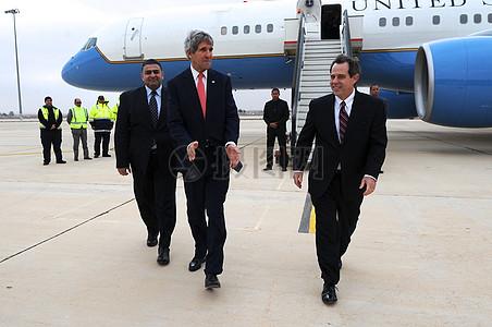 秘书克里抵达安曼向大家介绍一下中东和谈图片