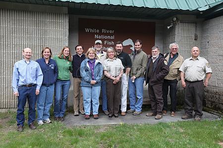 丹·阿什,东北区域局,地区办事处和白河国家鱼类孵化场工作人员图片