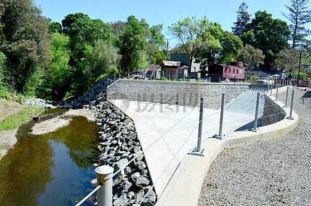 新建人行天桥陆战队的纳帕溪项目的最后一个主要阶段图片