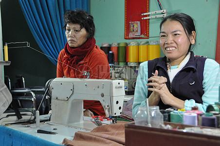 黎氏的Het得到应有的支持,从缝纫提高她的收入。图片
