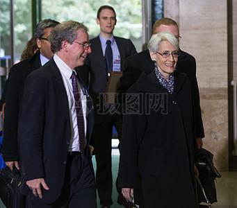 副国务卿谢尔曼在抵达联合国对叙利亚会议图片