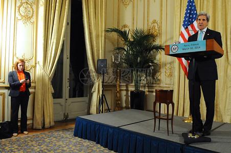 发言人Psaki做笔记正如国务卿克里举行新闻发布会图片