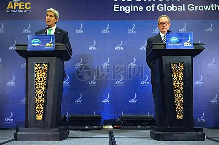 司嘉和弗罗曼大使新闻界发言在印尼APEC部长级会议图片