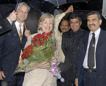国务卿克林顿抵达印度孟买图片