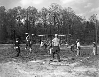 打球中的男子图片