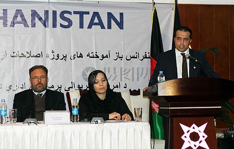 阿富汗独立土地管理局行政总裁(阿拉兹)贾瓦德Peikar说在最后的会议上提出今天在喀布尔的美国国际开图片