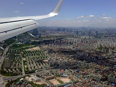 幕后花絮:查看从作为国务卿克林顿在韩国首尔抵达飞机图片