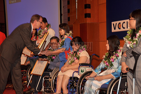 美国国际开发署的使命主任乔金 - 帕克奖项残疾员工1114图片