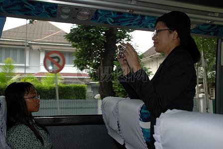 幕后:印尼学生准备希拉里国务卿到达图片