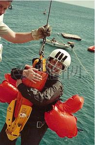 海上微笑的救生员图片