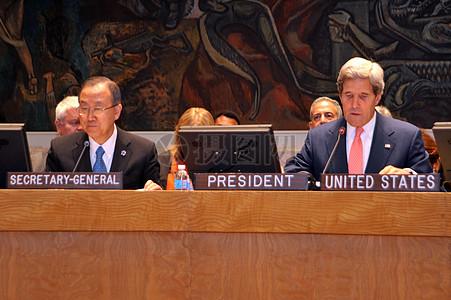 克里司和联合国秘书长潘基文讨论非洲大湖区图片
