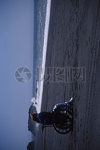 海岸边的残疾人图片